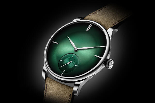 Moser-Venturer-Small-Seconds-XL-Purity-Cosmic-Green-2